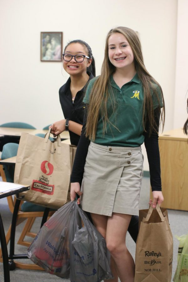 Sodality+Members+collecting+donations+for+the+Thanksgiving+Food+Drive.+Photo+courtesy+of+Jackie+Cavilia+and+Bishop+Manogue+Yearbook+Staff.