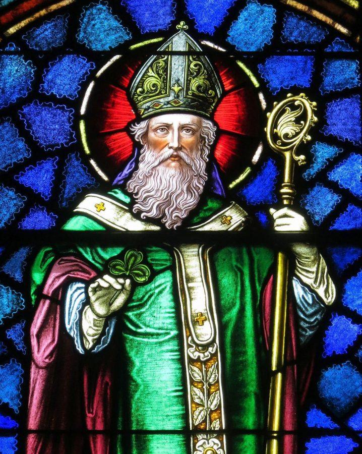 St.+Patrick+holding+his+shamrock.
