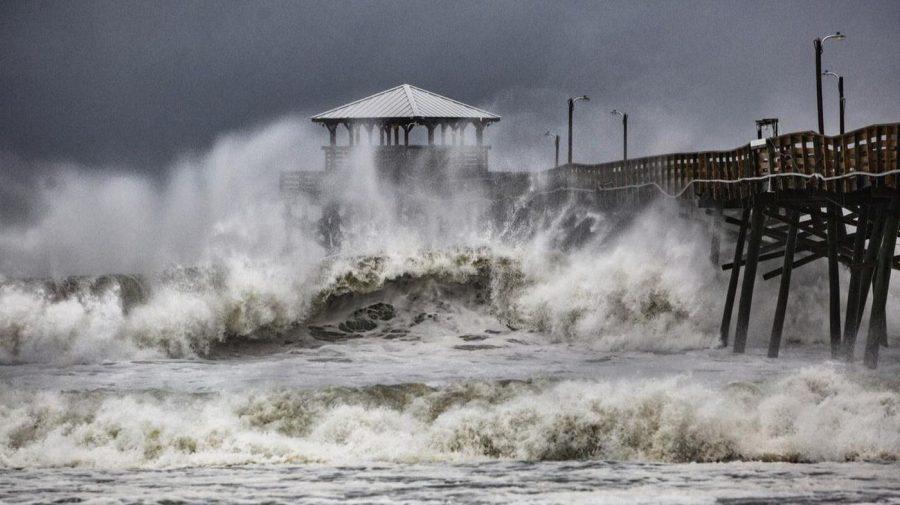 Category+4+Hurricane+Slams+East+Coast